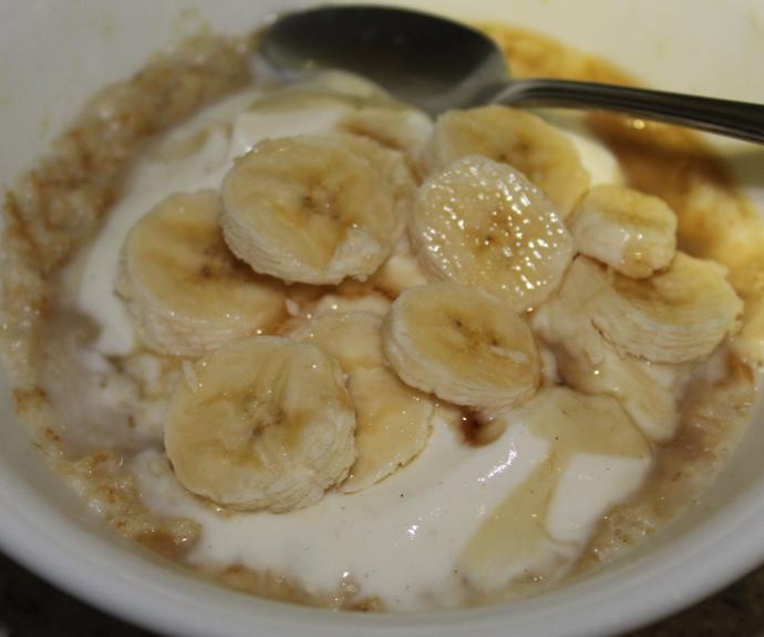 Porridge topped with Yoghurt and Banana ^